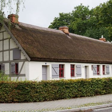 Ein Haus mit Strohdach in Groß Kreutz (Havel)