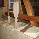 Bild zeigt die Werkzeuge in der Ausstellung vom Flachs zu Leinen