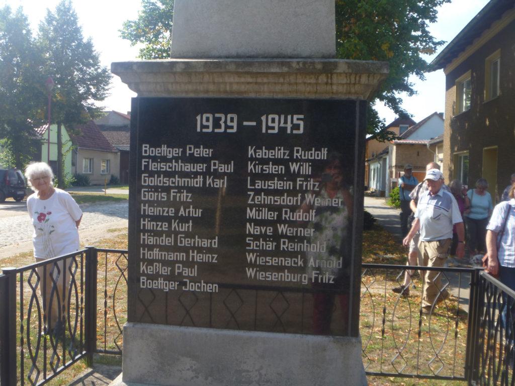 lick auf das Denkmal für die Gefallenen des zweiten Weltkrieges in Freienthal
